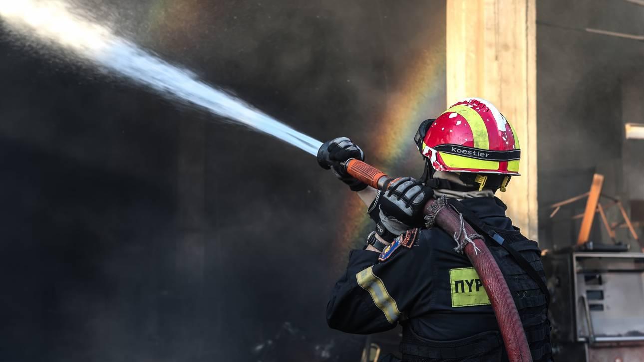 Φωτιά σε πολυκατοικία στο Φάληρο: Απεγκλωβίστηκαν δύο άτομα