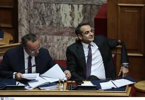 Ο πρωθυπουργός Κυριάκος Μητσοτάκης με τον υπουργό Οικονομικών Χρήστο Σταϊκούρα