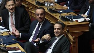 Στιγμιότυπα -περίεργα και μη- που έπιασε ο φακός στη Βουλή