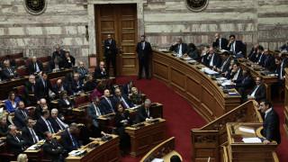 Στο επίκεντρο οικονομία και ασφάλεια: Σύγκρουση δύο διαφορετικών κόσμων στη Βουλή