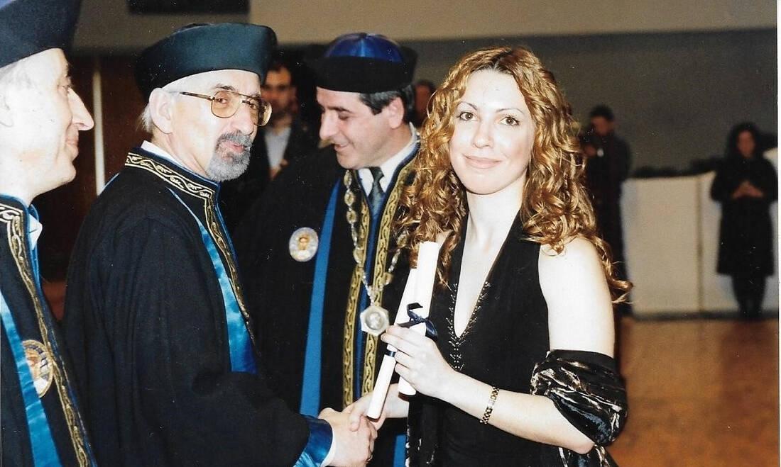 Η Μαριάνθη Φραγκοπούλου αποφοίτησε από το τμήμα Φυσικής του ΑΠΘ, πριν συνεχίσει τις σπουδές της σε μεταπτυχιακό και διδακτορικό επίπεδο στο ίδιο πανεπιστήμιο