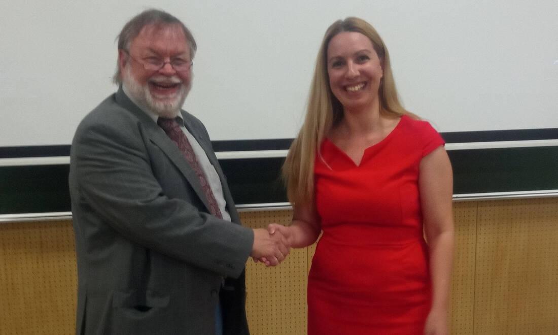 Η Μαριάνθη Φραγκοπούλου με τον Γκάνθερ Ράιτζ, επικεφαλής του τμήματος Ακτινοπροστασίας του Ινστιτούτου Αεροδιαστημικής Ιατρικής, του Γερμανικού Κέντρου Αεροδιαστήματος