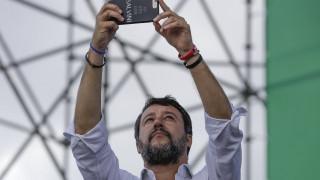 Ιταλία: Απειλές κατά της ζωής της δέχεται 19χρονη για άσεμνη χειρονομία στον Σαλβίνι