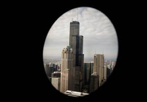 9 - Πύργος Γουίλις, Σικάγο:  Έχει ύψος 442 μέτρων και 108 πατώματα. Όταν ολοκληρώθηκε η κατασκευή του, το 1973, ήταν το υψηλότερο κτήριο στον κόσμο, ξεπερνώντας τους δίδυμους πύργους της Νέας Υόρκης και διατήρησε το ρεκόρ αυτό για 25 χρόνια. Σήμερα, είνα