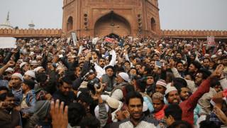 Ινδία: Νεκροί και τραυματίες στις μαζικότερες διαδηλώσεις των τελευταίων δεκαετιών