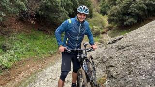 Πρωινή βόλτα του Κυριάκου Μητσοτάκη με mountain bike στα Μετέωρα