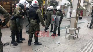 Πέτρες και χημικά μεταξύ αντιεξουσιαστών και αστυνομίας στην αγορά του Αμαρουσίου