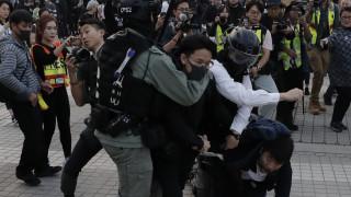 Χονγκ Κονγκ: Εντάσεις μετά από ειρηνική πορεία - Αστυνομικοί ψέκασαν διαδηλωτές με σπρέι πιπεριού