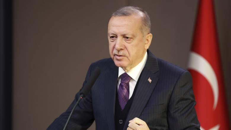 Βομβαρδισμοί στη Συρία: Ο Ερντογάν απειλεί με νέα μεταναστευτική κρίση