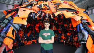 Γαλλία: Κατέστρεψαν έργο Έλληνα καλλιτέχνη για την προσφυγική κρίση