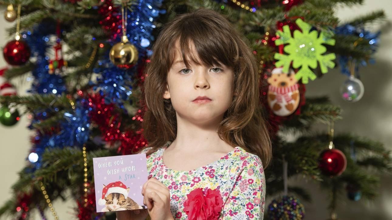 «Παρακαλούμε βοηθήστε μας»: Χριστουγεννιάτικη κάρτα με σπαρακτικό μήνυμα στα χέρια 6χρονης