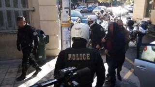Συζυγοκτονία στην Κρήτη: Στον εισαγγελέα με κουκούλα ο 54χρονος