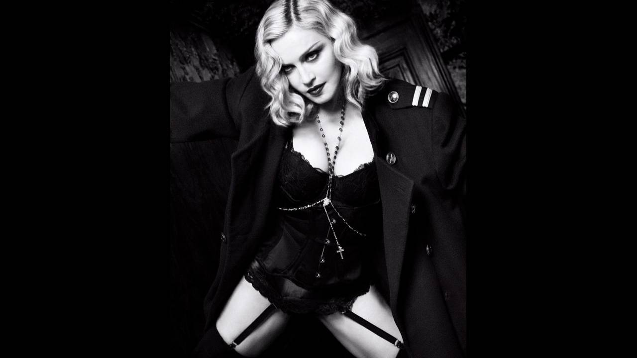 https://cdn.cnngreece.gr/media/news/2019/12/24/201846/photos/snapshot/harpers-bazaar-us-february-2017-madonna-by-luigi-and-iango-09-700x846.jpg