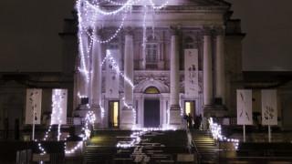 Λονδίνο: Η ξεχωριστή χριστουγεννιάτικη διακόσμηση της Tate Modern