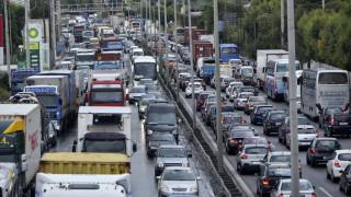 Κυκλοφοριακό κομφούζιο στην Αττική Οδό μετά από καραμπόλα έξι οχημάτων