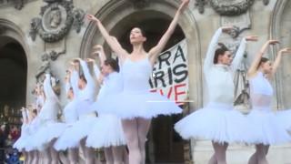 Παρίσι: Μπαλαρίνες χορεύουν διαδηλώνοντας για το συνταξιοδοτικό