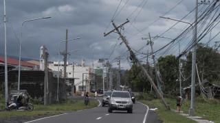 Φιλιππίνες: Ο τυφώνας Φανφόν σαρώνει τη χώρα (vids)