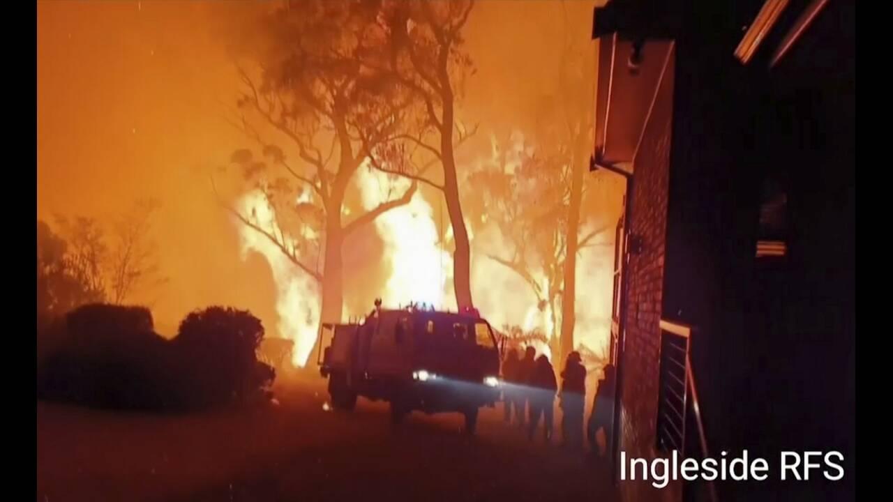 https://cdn.cnngreece.gr/media/news/2019/12/25/201935/photos/snapshot/firefighters1.jpg