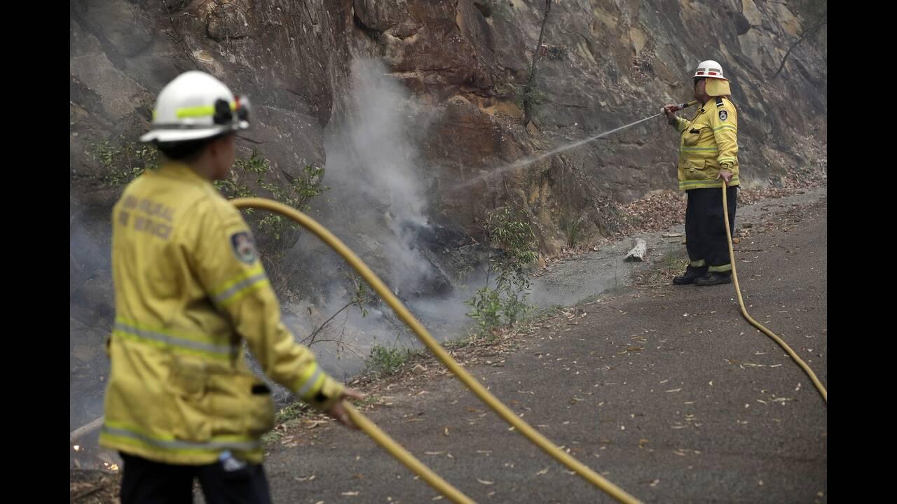 https://cdn.cnngreece.gr/media/news/2019/12/25/201935/photos/snapshot/firefighters3.jpg