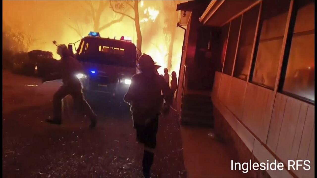 https://cdn.cnngreece.gr/media/news/2019/12/25/201935/photos/snapshot/firefighters6.jpg