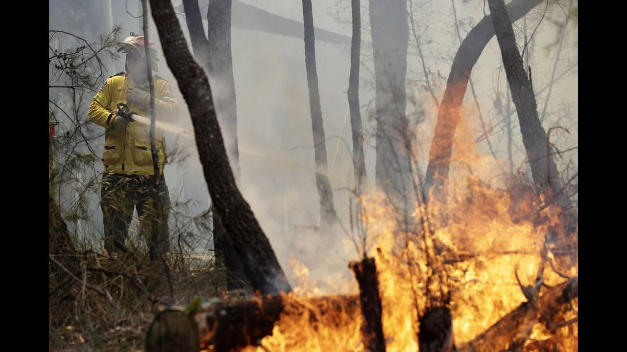 https://cdn.cnngreece.gr/media/news/2019/12/25/201935/photos/snapshot/firefighters7.jpg