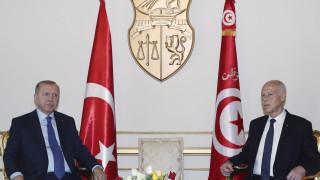 Ερντογάν από Τυνησία: Τι δουλειά έχει η Ελλάδα με τη Λιβύη;