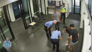 Αυστραλία: Καρέ - καρέ η στιγμή που αστυνομικός σώζει βρέφος που πνίγεται