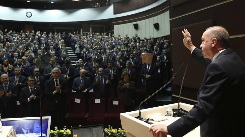 «Καζάνι» η Λιβύη: Έτοιμα τα στρατεύματα του Ερντογάν – «Μην ανακατεύεστε» απαντά η Μόσχα