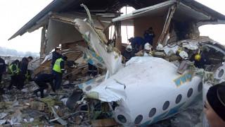 Συντριβή αεροσκάφους στο Καζακστάν: Εικόνες από το σημείο της τραγωδίας