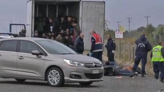 Κλείδωσαν πρόσφυγες σε φορτηγό-ψυγείο στη Λάρισα