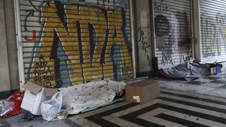 Κακοκαιρία: Θερμαινόμενοι χώροι για τους άστεγους σε Αθήνα και Πειραιά