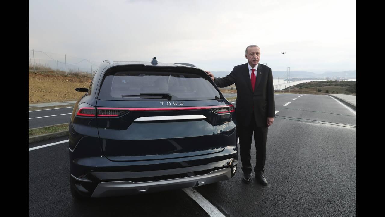 https://cdn.cnngreece.gr/media/news/2019/12/27/202189/photos/snapshot/erdogan-tourkiko-ilektriko-aytokinito.jpg
