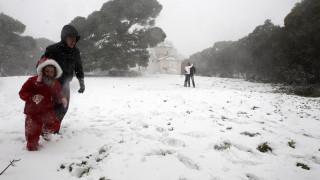Κακοκαιρία «Ζηνοβία»: Στην κατάψυξη η χώρα – Χιόνια και στην Αττική