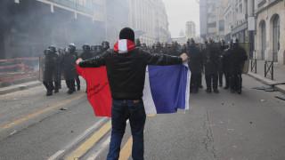 Επεισόδια σε διαδήλωση στο Παρίσι: Πέτρες, φωτιές και δακρυγόνα