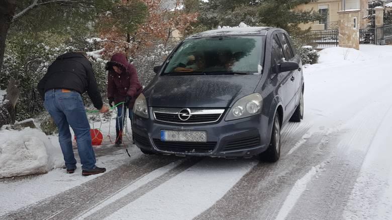 Κακοκαιρία «Ζηνοβία»: Ποιοι δρόμοι είναι κλειστοί και πού χρειάζονται αλυσίδες