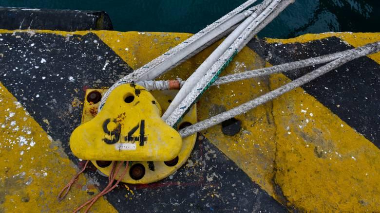 «Ζηνοβία»: Δεμένα τα πλοία στα λιμάνια Πειραιά - Ραφήνας και Λαυρίου