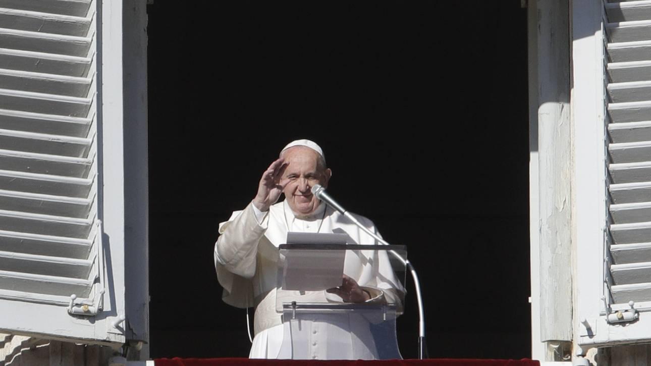 Πάπας Φραγκίσκος στους πιστούς: Κλείστε το κινητό και αρχίστε τον διάλογο