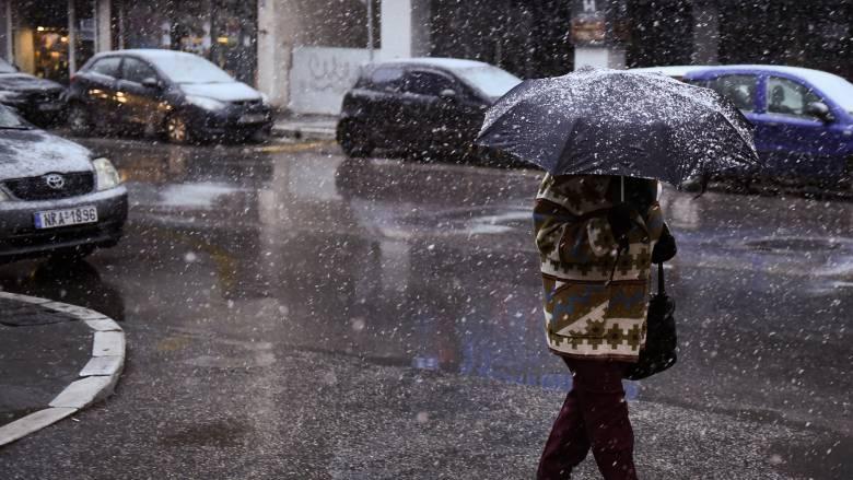 «Ζηνοβία»: Χιονίζει σε αρκετές περιοχές της Αθήνας