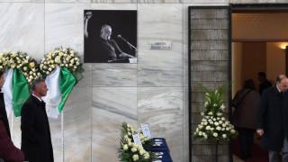 Κηδεία Θάνου Μικρούτσικου: Σήμερα το «τελευταίο αντίο» - Σε λαϊκό προσκύνημα η σορός του