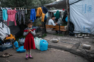 Πάνω απο 7000 παιδιά ζουν μέσα και έξω απο το ΚΥΤ της Μόριας.