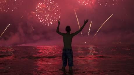 Πρωτοχρονιά - Πυροτεχνήματα, drones και κομφετί: Ο πλανήτης υποδέχτηκε το 2020!