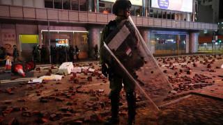 Σκηνές χάους στο Χονγκ Κονγκ: Δακρυγόνα και μολότοφ σε φιλοδημοκρατική διαδήλωση