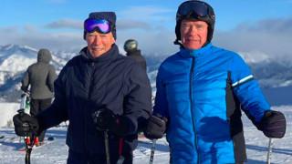 Ο Άρνολντ Σβαρτσενέγκερ κάνει σκι με τον 89χρονο Κλιντ Ίστγουντ
