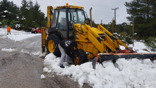Κακοκαιρία: Πάνω από ένα μέτρο χιόνι στην Καρυά – Αποκλείστηκαν σπίτια