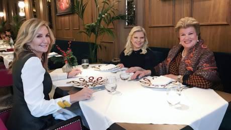 Το γεύμα της Μαρέβας Μητσοτάκη στις συζύγους Αναστασιάδη και Νετανιάχου