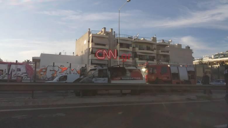 «Χάος» στον Κηφισό μετά από φωτιά σε φορτηγάκι