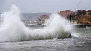Χανιά: Ισχυρή θαλασσοταραχή προκάλεσε ζημιές στην περιοχή του Κουμ Καπί