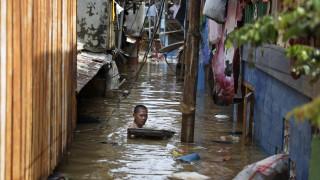 Ινδονησία: Δεκάδες οι νεκροί από τις πλημμύρες – Εκτοπισμένοι πάνω από 173.000 άνθρωποι