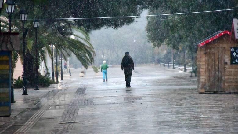 Κακοκαιρία «Ηφαιστίων»: Πτώση της θερμοκρασίας σήμερα - Σε ποιες περιοχές θα χιονίσει