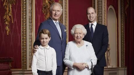 Η βασιλική οικογένεια της Βρετανίας γιορτάζει το νέο έτος με ανανεωμένο πορτρέτο